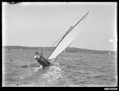 18 footer GUMLEAF on Sydney Harbour