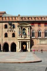 Piazza Maggiore, Bologna (Michele Mazzanti Photography) Tags: canon photo foto bologna piazza fotografia phtography tiltshift nikon50mmf2 michelemazzanti michelemazzantiphotography pp6a44 michelephy