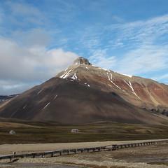 Pyramiden (naturum) Tags: summer mountain berg norway geotagged norge july svalbard zomer juli spitsbergen 2012 noorwegen pyramiden пирамида piramida thechallengefactory dicksonland geo:lat=7864700000 geo:lon=1619730000