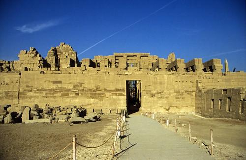 "Ägypten 1999 (322) Karnak-Tempel: Tempel des Amun-Re • <a style=""font-size:0.8em;"" href=""http://www.flickr.com/photos/69570948@N04/28448023524/"" target=""_blank"">View on Flickr</a>"
