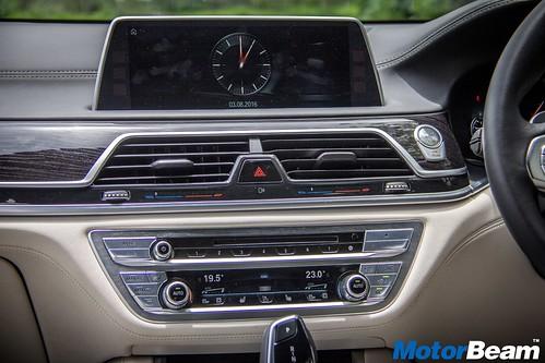 2016-BMW-7-Series-19