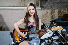 Ensaio Vittoria Waterkemper (Mariana Scalzilli) Tags: marianascalzilli bookfotogrfico ensaiofotogrfico portoalegre fotgrafa ensaiofeminino retrato bookexterno virago motocustom guitarra