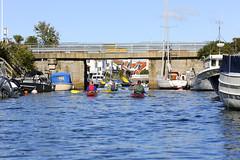 Paddling genom Grundsund (Anders Sellin) Tags: 2016 friends grundsund sverige sweden vstkusten westcoast autumn kayaking ocean sea sport water watersport vstkusten vatten kajak orust hst rkeri