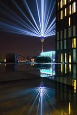 RheinKomet - Reflection (uwe1904) Tags: citylights cityfotos dsseldorf himmel lichter lichtkunst nachtaufnahmen pentaxk3 stadtlandschaft nrw deutschland d