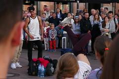 Krakowskie Przedmiecie - Breakdance (Franzz11) Tags: dance music fun breaking breakdancing bboying people street city warsaw warszawa strase breakdance mycity warschau ludzie krakowskie przedmiecie krakauer vorstadt