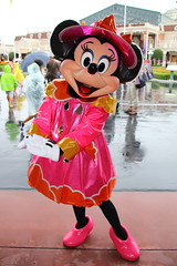 Minnie Mouse (sidonald) Tags:  minniemouse minnie raincoat rainyday tokyo disney tokyodisneyland tdl tokyodisneyresort tdr greeting