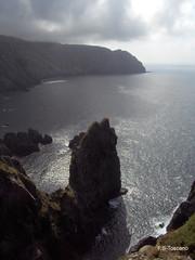 Outos cantís. Altos acantilados. High cliffs. (Esetoscano) Tags: españa costa naturaleza seascape nature landscape coast spain coruña north paisaje cliffs galiza geology atlántico norte oceano acantilados · caboortegal a geología galixia serradacapelada