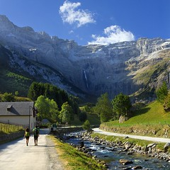 Gavarnie (Pilar Azaa) Tags: naturaleza france mountains color luz nature way landscape waterfall peace camino pareja path paz paisaje sendero montaas cascada gavarnie mfcc montaeros seleccionar abigfave vctorhugo rogave circodegavarnie 100commentgroup pilarazaa rememberthatmomentlevel1 rememberthatmomentlevel2