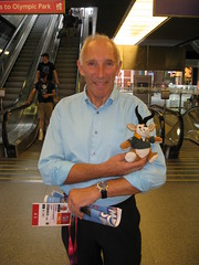Phil Liggett (Dave Reinhardt) Tags: cycling stpancras paralympics london2012 teddybok philliggett
