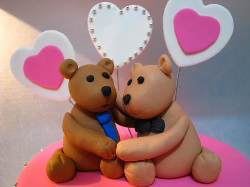 Bears love each other