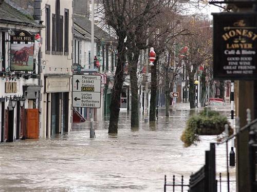 世界各地で相次ぐ大洪水は更なる大災害の前触れ?太陽と月の ...