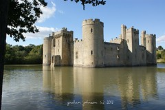 Bodiam castle (gmj49) Tags: water sony bodiamcastle mote gmj a350 vigilantphotographersunite
