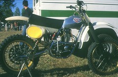 Moto cross de Beauval en caux Aout 1990 CCM (barbeenzinc) Tags: bikes victor motorbike single triumph moto motorcycle british motocross scramble ancienne bsa ccm motorrad b25 b44 b40 anglaises britishmotorcycle b50 unitsingle