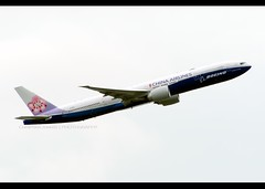 B777-309/ER | China Airlines | Boeing | B-18007 | HKG (Christian Junker | Photography) Tags: nikon nikkor d800 d800e dslr 70200mm teleconverter aero plane aircraft boeing 777309er 777300er 777300 777 77w b77w chinaairlines dynasty ci cal ci904 cal904 dynasty904 b18007 skyteam heavy widebody triple7 specialscheme specialcolour speciallivery departure takeoff 07r airline airport aviation planespotting 43982 1399 439821399 hongkonginternationalairport cheklapkok vhhh hkg clk hkia hongkong sar china asia lantau cc christianjunker flickraward flickrtravelaward zensational hongkongphotos worldtrekker superflickers