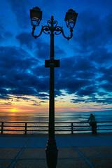 Licht und Schatten (Seahorse-Cologne) Tags: tretat dpartementseinemaritime regionnormandie normandie coucherdusolleil rverbre streetlamp sunset