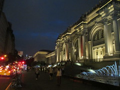 Metropolitan Museum of Art Night Fountains 5046 (Brechtbug) Tags: metropolitan museum art lobby exterior facade front entrance stairs outside building new york city summer 09102016 nyc cityscape east skyline urban afternoon july 2016 arts gallery buildings sculpture architecture statue crowd crowds met museums manhattan uptown 5th ave fifth avenue arch arches nite night time evening fountain fountains