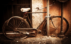 secured history (madmtbmax) Tags: rust rusty bicycle fahrrad rome italy sepia toned monochrome feeling history past locked old vintage metal nikon d700 50mm city waste art artistic bike ruby5 ruby10 ruby15 ruby20