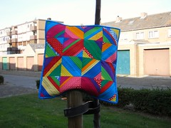 Carnival-pillow finished (Marjon Savelsberg) Tags: color colour pillows quilted cushion owndesign handdyed stringquilt papierpiecing