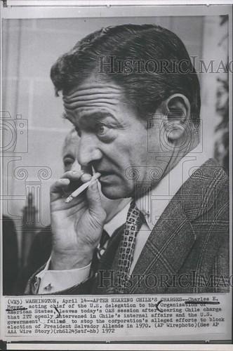el hombre de la CIA en Santiago, segun este diario es Charles E. Meyer