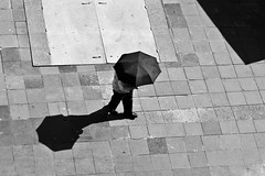 Shading from the Sun, Mexico City (Geraint Rowland Photography) Tags: street travel light shadow portrait bw umbrella canon walking mexico mexicocity candid blackandwhitestreetphotography lookingdownperspective