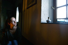 DSC00072 (Emma Poinseau) Tags: light portrait girl face photography photographie lumire clair visage obscur