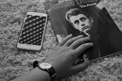 black and white (Gina's Atelier) Tags: jamesdean blackwhite schwarzweis iphone book buch smartphone snapshot wristwatch armbanduhr arm hand monochrome