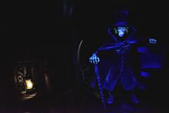 Disneyland Haunted Mansion Hatbox Ghost - Where are my eyes? (GMLSKIS) Tags: disney california amusementpark anaheim disneyland hauntedmansion