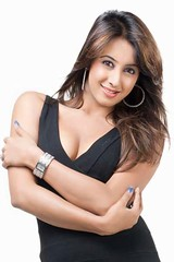South Actress SANJJANAA Photos Set-9 (18)