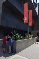 Street Scene (Eddie C3) Tags: newyorkcity uppereastside metropolitanmuseumofart architecture marcelbreuer metbreuer madisonavenue