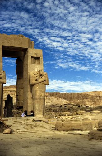 "Ägypten 1999 (427) Theben West: Ramsesseum • <a style=""font-size:0.8em;"" href=""http://www.flickr.com/photos/69570948@N04/29570142782/"" target=""_blank"">View on Flickr</a>"