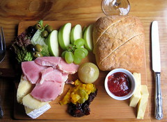 Ploughman's Lunch at The Bull (mingfoto34) Tags: england lunch wokingham thebull ploughmans publunch barkham