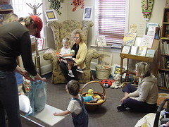 "kids reading room • <a style=""font-size:0.8em;"" href=""http://www.flickr.com/photos/45310985@N02/7953165196/"" target=""_blank"">View on Flickr</a>"