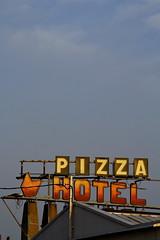 Etaples - pizza neon sign
