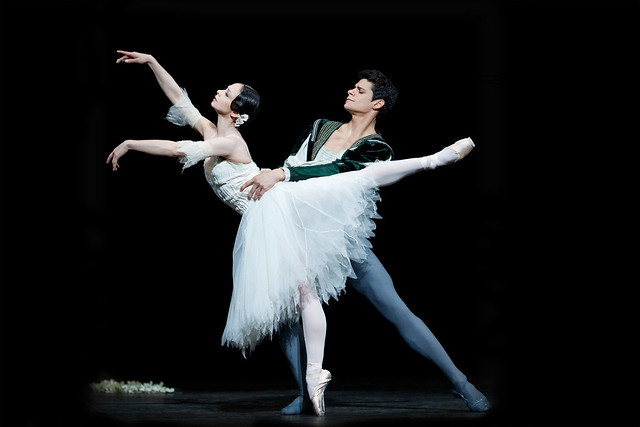 Roberta Marquez and Thiago Soares in Giselle. © Johan Persson