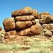 Várias pedras redondas e em posições fantasticas
