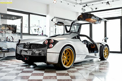 Zonda R rims on a Huayra! (Keno Zache) Tags: auto light italy cars car canon photography eos gold doors factory power wheels automotive ps r luxury zonda supercars pagani keno huayra 400d zache epicness