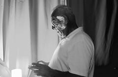 smoking and chatting .... (davidgv60) Tags: david60 fujifilmxt10people bw black white blackwhite photos blanconegro retrato portrait blancoynegro fotografia fujifilm cara interior bn conversacin nocturno fumar chatear humo photodgv