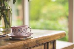 Tea by the window (WillemijnB) Tags: tea thee th theekopje tassedeth tasse table tablebasse vase vaas vaze window raam fentre teacup cupoftea dof bokeh depthoffield green afternoon middag aprsmidi