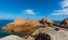 Srie cube Breton 1 (tib13photo) Tags: bretagne bleue paysage phare mer eau cube roche caillou ciel rubiks originalit