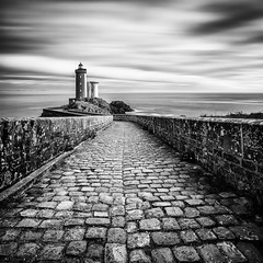 Frankreich / Bretagne / Leuchtturm Le Petit Minou IV (Silly Photography) Tags: france brittany frankreich europa europe lighthouse leuchtturm phare monochrome nd bw sw schwarzweis blackandwhite bretagne longexposure landschaft landscape sea seascape meer atlantik langzeitbelichtung sillyphotography
