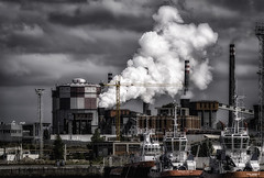 industrialismo (Renato Di Prinzio Fotografa) Tags: sky red city sea travel light clouds urban architecture factory building mar industry smoke abandoned grey industrial ships rojo humo nubes asturias barcos urbex contamination pluma gris industria contaminacion aviles