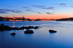 Stockholm - The Rocks off the City in Twilight [EXPLORE #1 - Thank you!!] (Maria_Globetrotter) Tags: longexposure pink blue sunset summer cloud rock stone by night clouds golden twilight rocks europe cloudy sweden stockholm sdermalm stones rosa eu september diamond explore hour sverige bluehour sten estocolmo natt stoccolma goldenhour suecia 2012 cirrus sommar afterglow djurgrden solnedgng bl moln skymning stenar nacka sdra sztokholm sdradjurgrden    mariasweden