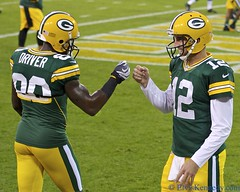 Aaron Rodgers and Donald Driver 2 (elviskennedy) Tags: wisconsin ball suck football referee nikon bears nfl aaron north quarterback pass elvis donald packers national clay greenbay driver 12 cheerleader sack rodgers helmut 88 touchdown 90 wi 70200 kennedy finley league matthews chicagobears nfc 52 lambeau lombardi greenbaypackers lambeaufield cheesehead woodson fumble linebacker frozentundra gridiron d4 greenandgold endzone donalddriver interception titletown jermichael aaronrodgers jordynelson claymatthews wwwelviskennedycom elviskennedy charleswoodsen bjradji