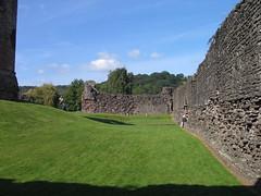 SKENFRITH CASTLE     IMG_8454 (LesD's pics) Tags: castles curtainwall 13thcentury ynysgynwraidd skenfrithcastle castlesinwales