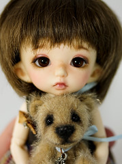 Best Friends... (thepeachpeddler) Tags: bear chris wool glass nose eyes long artist bears peach mini merino size creation fabric tiny christie bjd handsewn paws peddler embroidered extra sparse joints sealed the beeswax kotz minibear cotterpin callapitter sassybear