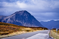 Buachaille Etive Mr from the A82 (Humphrey Hippo) Tags: road uk mountain mountains canon landscape scotland glencoe 365 moor rannoch snowpoles a82 project365 buachailleetivemr canonef75300mmf456 canon7d