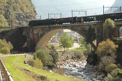 Historischer Schnellzug / Extrazug mit SBB Lokomotive Ae 8/14 11801 und historischen Personenwagen auf der Polmengobrcke ( Brcke / Bridge ) e ber den Tessin / Ticino ( Fluss / River ) an der Gotthard Sdramp ob Faido im Kanton Tessin in der Schweiz (chrchr_75) Tags: oktober train de tren schweiz switzerland tessin ticino suisse swiss eisenbahn railway zug swizterland 1210 locomotive christoph svizzera chemin centralstation fer 2012 locomotora tog juna lokomotive lok ferrovia spoorweg suissa locomotiva lokomotiv ferroviaria  locomotief chrigu  rautatie  zoug trainen  chrchr kantontessin hurni kantonticino chrchr75 chriguhurni oktober2012 albumbahnenderschweiz2012712 chriguhurnibluemailch hurni121006 albumzzz201210oktober
