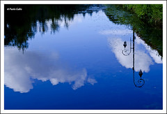 Indefinito blu (Le foto di Altrove) Tags: blue cloud reflection water lamp river brittany nuvole blu fiume bretagne reflet acqua lampione riflesso bretagna paologallo lefotodialtrove