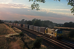For 7017, the sunny day is almost over (Garter Blue) Tags: sunset train evening diesel rail railway freight banbury freightliner class70