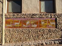 """Purmamarca: las vicuñas ! Céramiques représentant des vigognes. <a style=""""margin-left:10px; font-size:0.8em;"""" href=""""http://www.flickr.com/photos/127723101@N04/29070423981/"""" target=""""_blank"""">@flickr</a>"""
